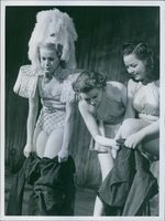 Scala girls as air defense helper. Short transformation. The girls slip into the air protection suit. 1940