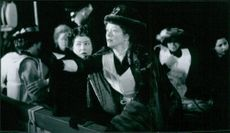 Kathy Bates and Frances Fisher star in Titanic.