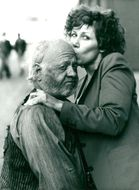Mickey Rooney gets a kiss from his wife Jan Chamberlain during the filming at Pinewood