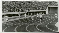 The final quiz for the women in 400 meters during the Olympics with Betty Cuthbert as the winner