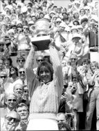 Martina Navratilova proudly holds his cup after the win against Chris Evert