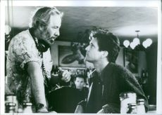Robert Towne giving instructions to Mel Gibson on the set of Tequila Sunrise.