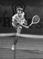 Jan Gunnarsson in action during the match against Vitas Gerulaitis in Stockholm Open 1984