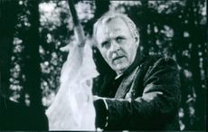 A scene from the 1997 film The Edge starring Anthony Hopkins.