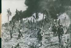 U.S. Soldiers Press The Attack on Kwajalein,1944.