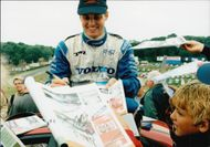 Rickard Rydell writes autographs after the breed on Brands Hatch.