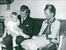 Alber sitting with his children and wife Queen Paola.