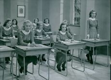 A scene from the film Lärarinna på vift  (Female teacher on the loose) with Liane Linden, Karin Nordgren and Ulla Hodell, students, 1941.