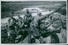 Finland 1941 Luftuarn (Air defense) finsk ry kr 1941 (Finnish Association 1941 SEK) Armen Sommarlid (Armenian Summertime) Finnish Solders prepare an air defense artillery on the side of the road, 1941.