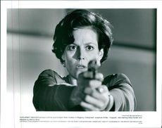 Sigourney Weaver portrays criminal psychologist Helen Hudson in Regency Enterprises' suspense thriller, Copycat, 1995.