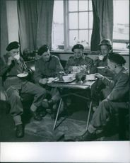 Soldiers having conversation while having a tea during British Empire, 1942.