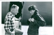 Director Jim Abrahams and main actor Charlie Sheen in the set of the 1993 comedy/parody film Hot Shots! Part Deux.