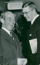 "Crown Prince Gustaf Adolf visits the exhibition ""America's Building"". Here with Cabinet Chamberlain Rolf von Heidenstam"