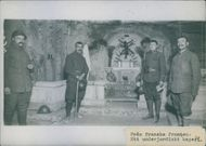 Four soldiers had a picture on the altar. 1935