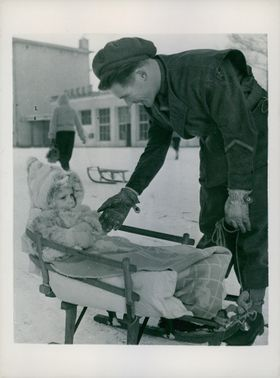 Dr. Tony Wilson tries to reach the hand of the little german girl while outside the snow.