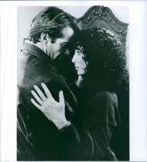 Cher and Dennis Quaid locked in an embrace in Suspect.