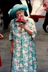 Queen Elizabeth shows up a beautiful bouquet of flowers she received during her 94th birthday.