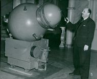Intendent Albe next to an Italian antenna mine at the Maritime Museum