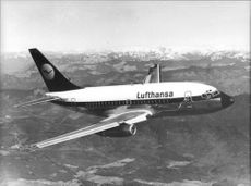 An Lufthansa plane of unknown model passes through the air across the Tyrol.