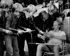 Tennis player Leif Johansson signs autographs