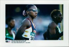 American Jearl Miles runs 400 meters under the Olympic Games.