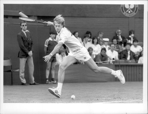 Stefan Edberg in full action and with full focus during Wimbledon 1987.