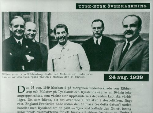 A photograph of a Swedish newspaper article about the Molotov-Ribbentrop Pact. The newspaper article contains a picture of von Ribbentrop, Stalin and Molotov