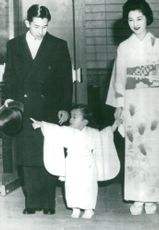 Crown Prince pair with his little son Hiro pointed to Daddy's storm hat