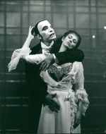 Ethan freeman as the phantom and jill washington as christine.