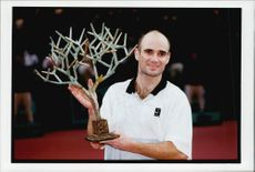 Andre Agassi proudly shows his win during the Bercy tournament.