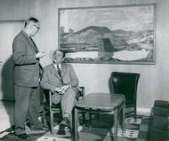 The City Engineer Astolf Ekemalm and the General Assembly. Per-Axel Skoglundh at the newly discovered painting Sälen.