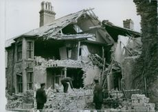 A large house on the front which has badly damaged, 1916.