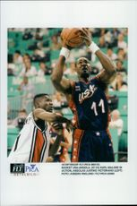 Basketball United States - Angola: Angola Justino Victoriano and Karl Malone th