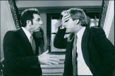 A photo of Michael Richards (left) and Jeff Daniels (right) in a 1997 film Trial and Error.