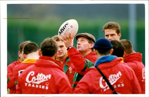 Alan Davies (rugby coach) Wales  Rugby Training.