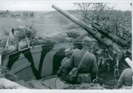 Sweden's defensive readiness: eldberedd 7.5-cm anti-aircraft gun in his stall protection.  1940