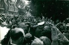 People gathered to meet Konrad Hermann Joseph Adenauer.