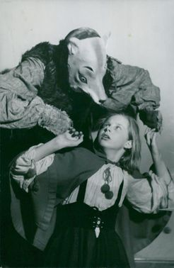 "Gösta Holmström as Vargen and Gittan söderlund as Rödluvan in ""Rödluvan"" at Sagoteatern in Medborgarhuset"