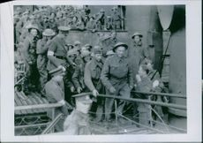 The first pictures of the flight of the British expeditionary army from Dunkirchen  Our picture shows the arrival of units of the British expedition corps after its crushing defeat in Flanders in a British port. 10th June 1940.
