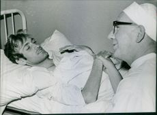 Doctor having words with patient.   1963 Sjuknard