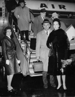Yul Brynner at airport.