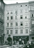 The 200th anniversary of Mozart's birth is a celebratory celebration in Mozart's birthplace in Salzburg