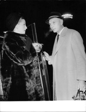 Yul Brynner with a woman, communicating.