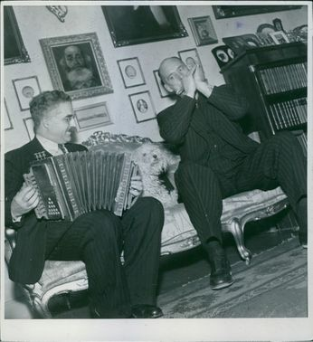 Carl Jularbo on the accordion and Harry Persson on the harmonica playing together.