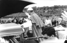 Pope Paul VI talking to people.