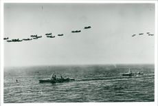 American cruisers escorted by aircraft during World War II - Year 1942