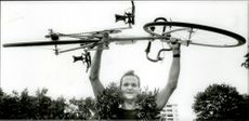 Stockholm triad. By bike, road and water, Kari Aho, the police, proved strongest. Sweden's ironman