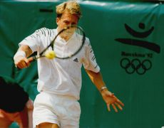 Stefan Edberg plays in OS Barcelona