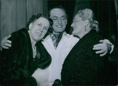 Einar Beyron embracing Brita Hertzberg and Leslie after the premiere.