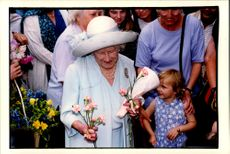 Queen Elizabeth receives flowers of children when she opened the Animal Hospital Blue Cross Animal Hospital.